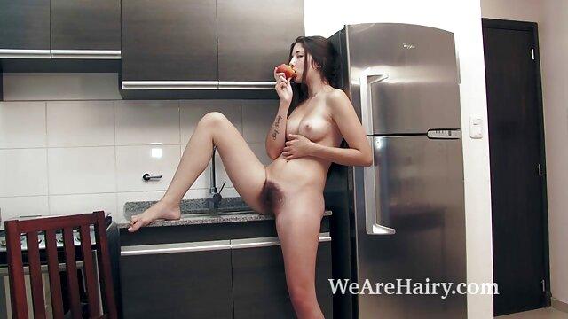 کمک به او در دانلودفیلم داستانی سوپر آشپزخانه