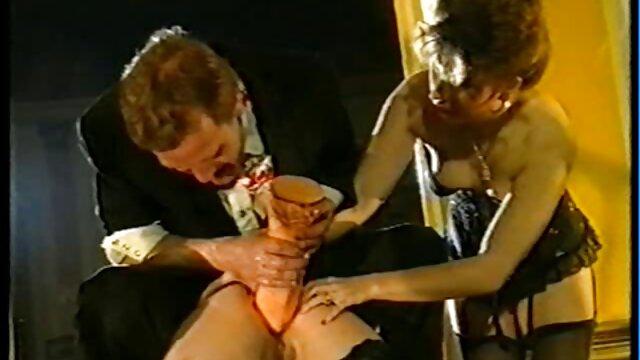 نانگ فاحشه تایلندی دو خروس را در دانلودفیلم سوپرازکون دختران هاردکور پاتایا می گیرد